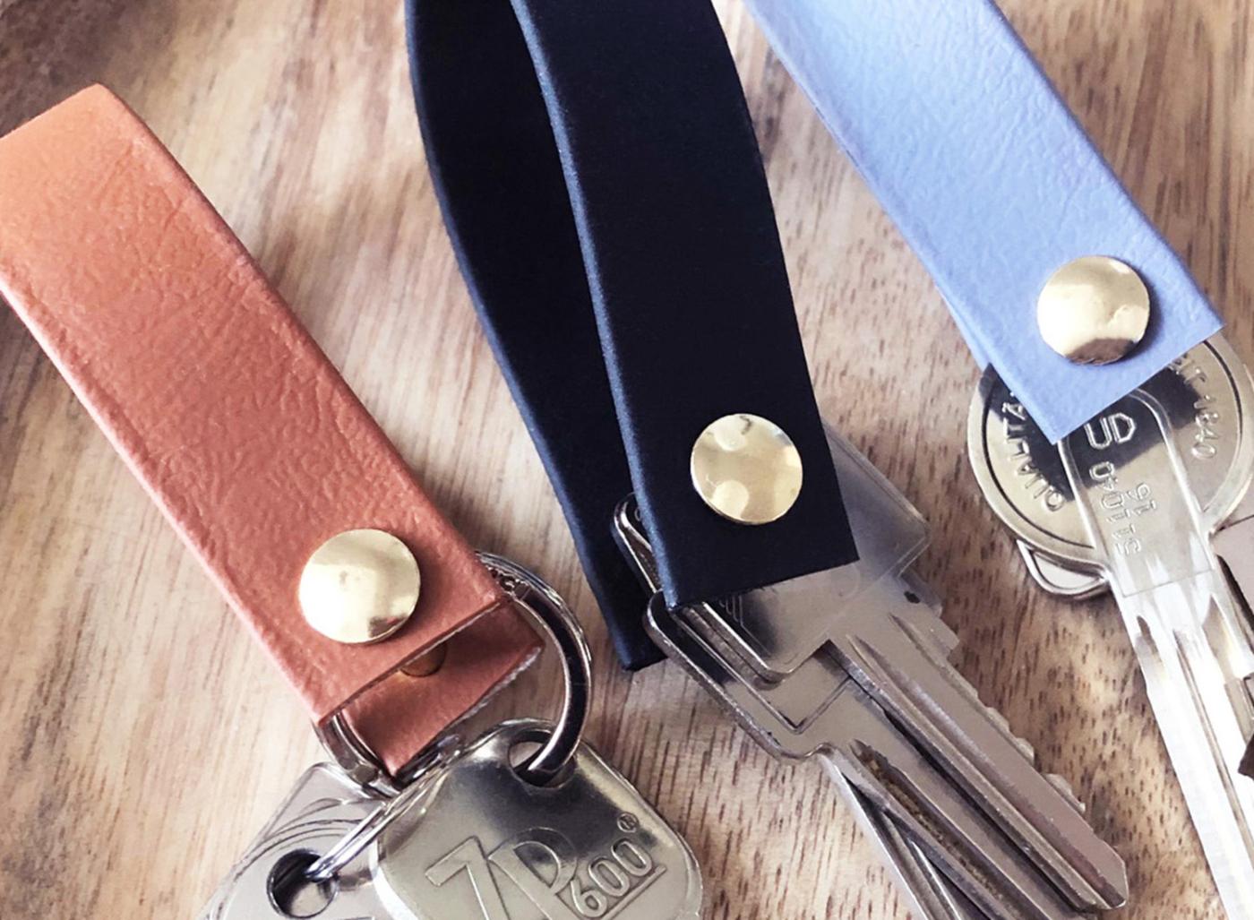 Schlüsselanhänger aus Biothane in braun, schwarz und grau