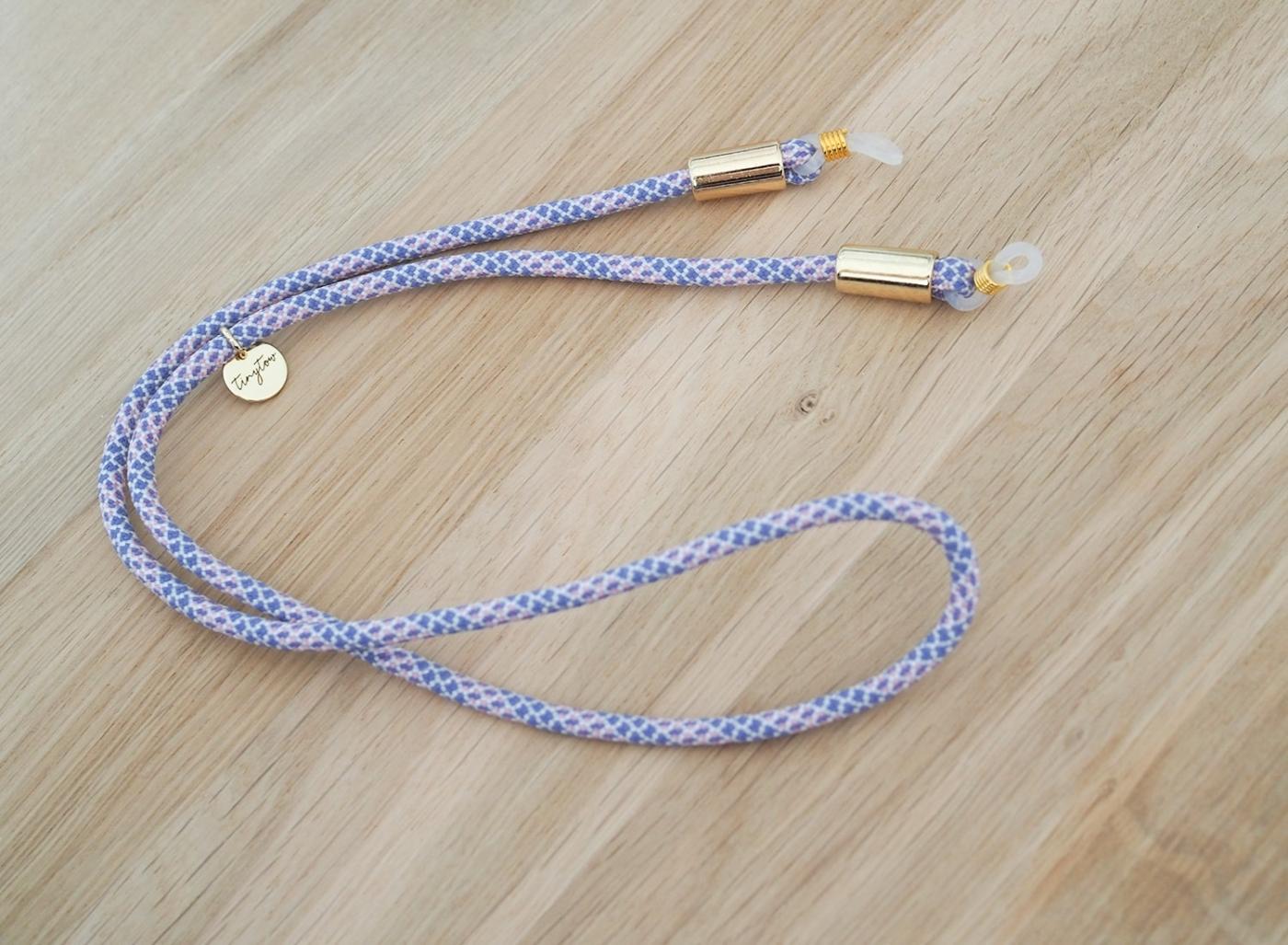 Hellblau-rosanes Brillenband mit goldenen Details