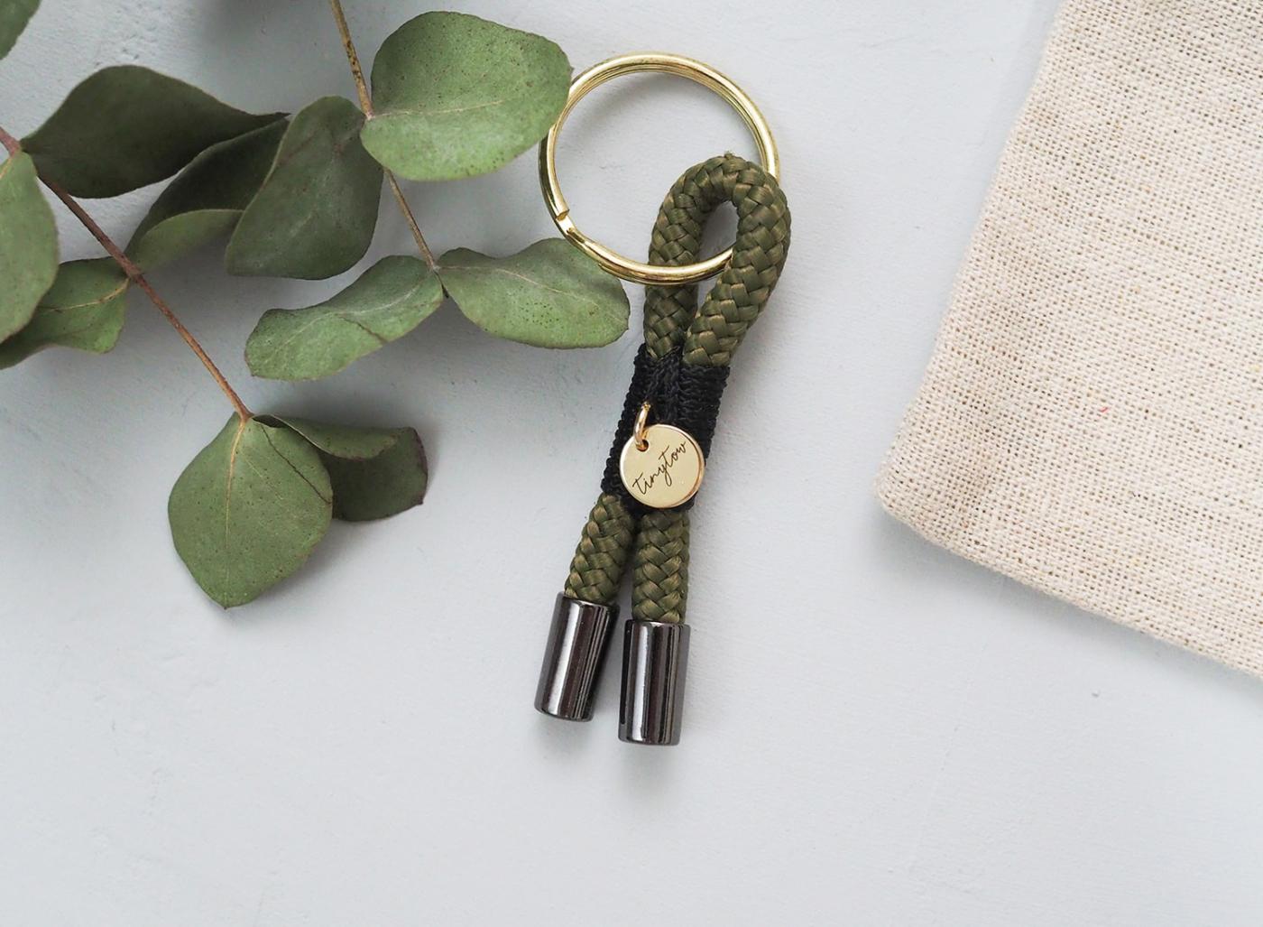 Schlüsselanhänger Tow y in grün schwarz aus Tauseil. In liebevoller Handarbeit gefertigt. Jedes Stück ein Unikat.
