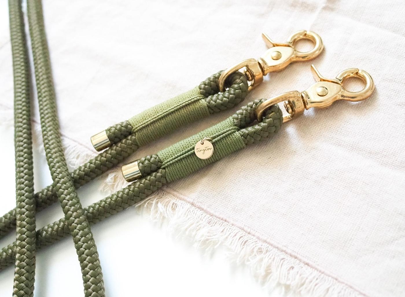 Hundeleine aus Tau in Olivgrün mit grüner Umwickelung (Takelung), 2-fach verstellbar.