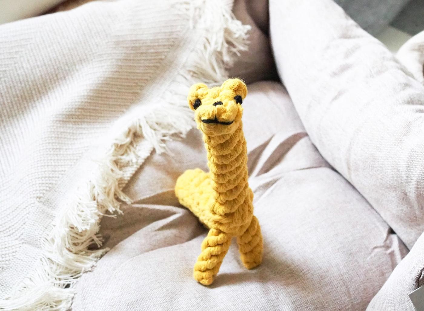 Hundespielzeug Greta Giraffe aus natürlichem Baumwollseil zur Reinigung der Hundezähne.