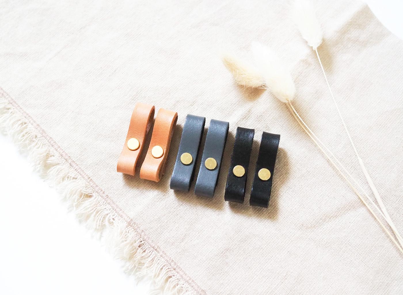 Lederriemen für Handyhülle zum Umhängen in braun, schwarz und grau.
